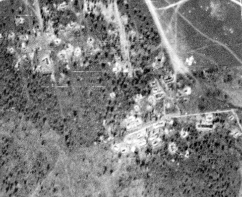 Here is this place, on the German Luftwaffe Aerial Reconnaissance Photograph, avg. scale - 1:35000-1:38000. The white squares is dugouts. Their full location isn't was shown on the headquarters map